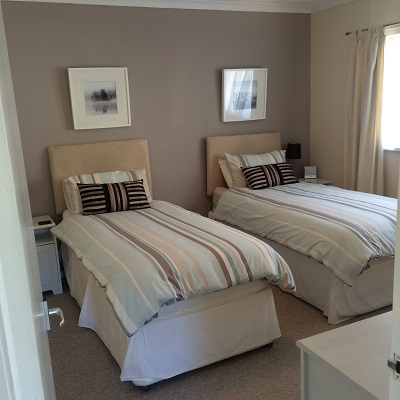 Twin Bedroom in Cartref27 in St Davids